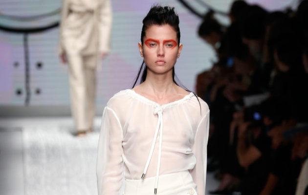 Tyyliganaraattori: Millainen silkkipusero sopii tyyliisi?