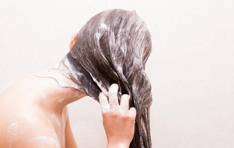Tuleeko hiuksista täydelliset koirasampoolla? Toimittaja testasi.