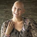 Juontaja ja ex-missi Heidi Sohlberg edusti Syöpäsäätiön järjestämässä uuden Roosa nauhan julkistustilaisuudessa aurinkoisesti hymyillen.