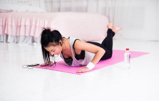 Miten hyvä lihaskuntosi on? Testaa helpoilla liikkeillä kotona