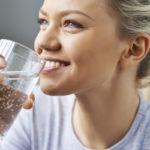 Elimistösi kiittää sinua, kun aloitat aamun vesilasillisella.