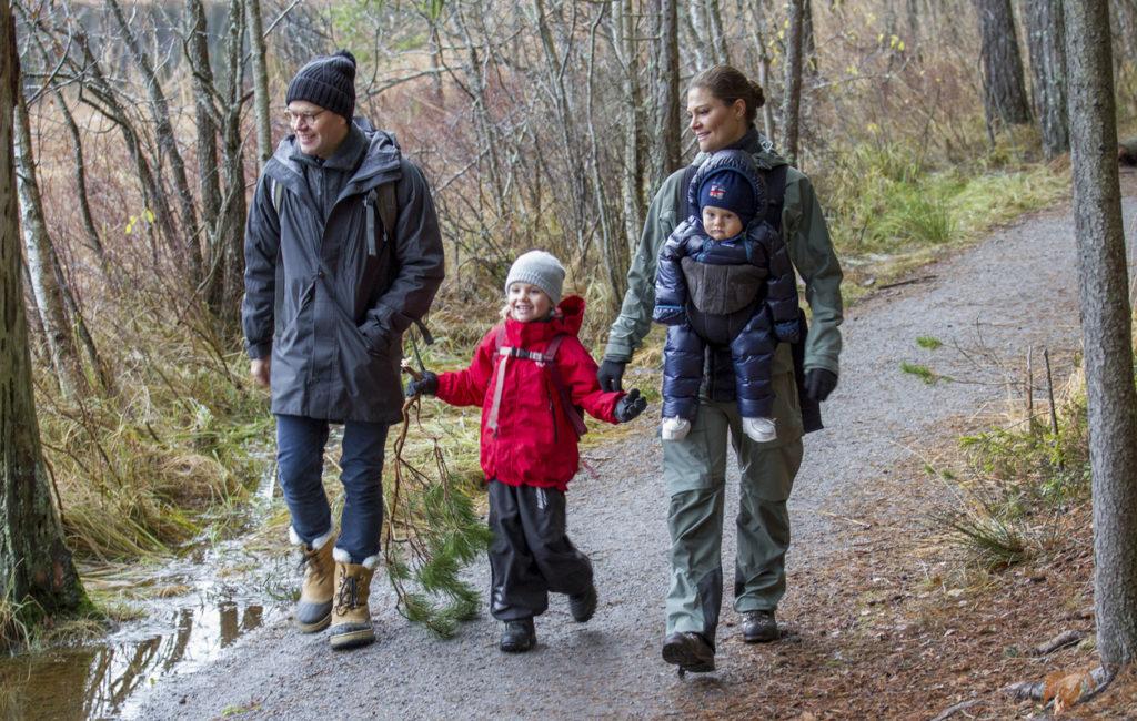 Daniel, Estelle, Victoria ja Oscar lähettivät joulutervehdyksensä Tyrestan kansallispuistosta joulukuussa 2016.