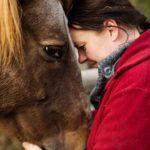 – Kumppani laukkasi metsän reunasta hirveää kyytiä, harja tötteröllä, hirnuen ja höristen laukatessaan. Se oli kuin suoraan lapsuuden unelmistani, Eija Kuoppala kertoo hänet pelasteen hevosen kohtaamisesta.