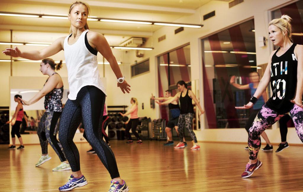 Bodyjam-tunnilla aika lentää kuin siivillä, kun keskittyy koreografian jokaiseen askeleeseen ja lantion heilautukseen.
