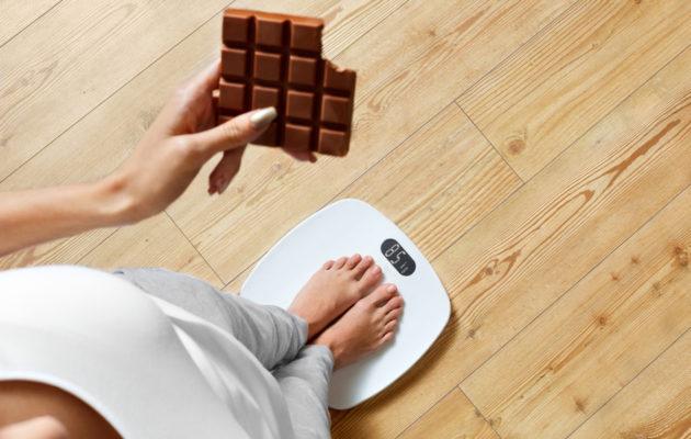 Vaaka ei kerro kaikkea. Liika herkuttelu voi näkyä myös rasvaprosentissa ja vyötärön ympäryksessä.
