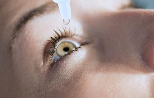 Kuivia silmiä kannattaa hoitaa kosteuttamalla.