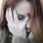 Pahimmillaan naisen häpeä johtaa vaikenemiseen.