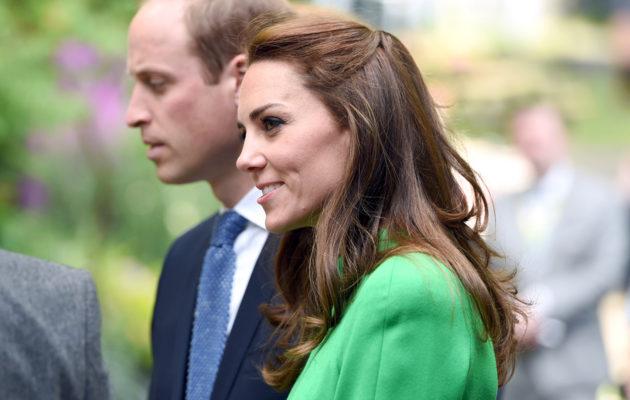 Puoliksi kiinni olevissa hiuksissa Kate on nähty niin virallisissa edustustilaisuuksissa kuin tenniskentälläkin.