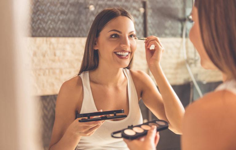 Näille kauneusrutiineille ihmiset sokeutuvat – estä meikki- ja hiustyylin jämähtäminen