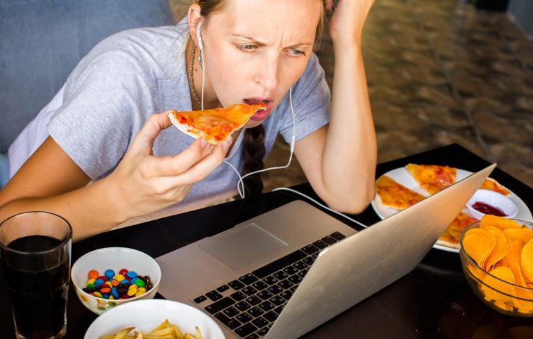 Näin monta kaloria enemmän syöt, jos et nuku tarpeeksi