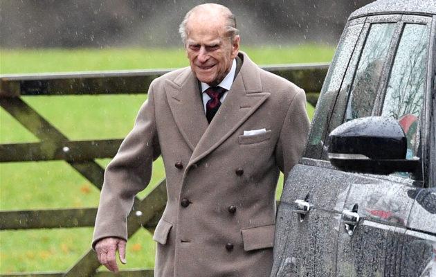 Prinssi Philip saapui uuden vuoden jumalanpalvekseen ilman kuningatar Elisabetia, joka on kärsinyt sairastelusta.
