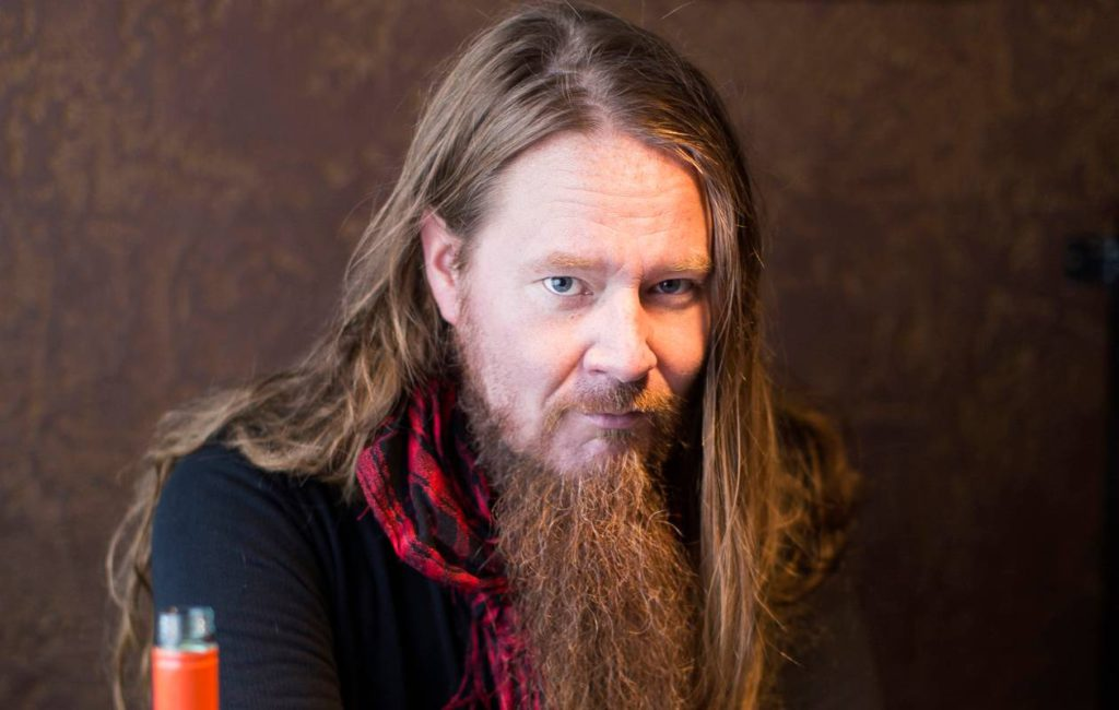 Jouni Hynynen alkoi kirjoittaa jo nuorena. Viime syyskuussa häneltä ilmestyi esikoisromaani Kadonnutta tavaraa etsimässä.