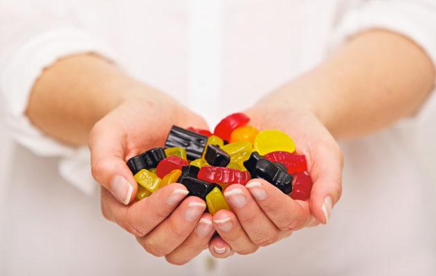 Karkeissa käytetyt lisäaineet vaikuttavat makeisten rakenteeseen, väriin ja makuun.
