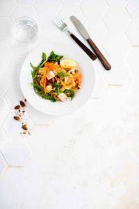 sitruunainen kesäkurpitsa-porkkanatagliatelle