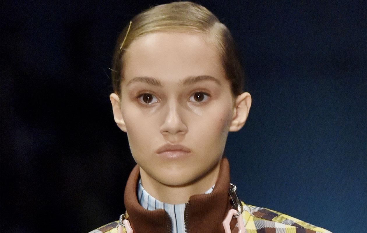 Hiuksissa ei tarvitse enää olla volyymiä. Tämä trendi sopii erityisen hyvin tyypilliselle suomalaiselle hiuslaadulle.