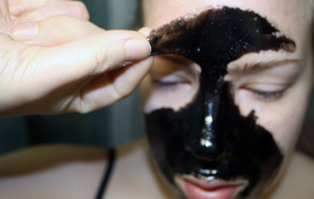 Eroon mustapäistä 10 minuutissa? Testasimme kohutun Blackhead Killer -naamion
