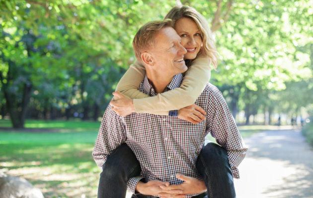 Kulissiliitossa oleva pari saattaa näyttää ulkopuolisin onnelliselta.