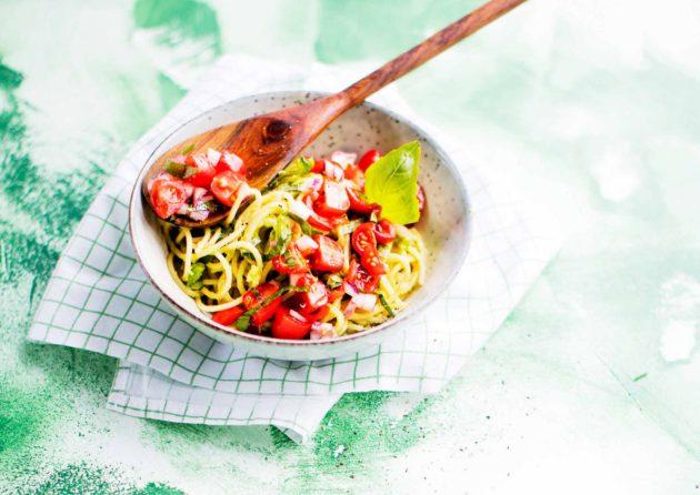 avokadopasta ja tomaattisalsa