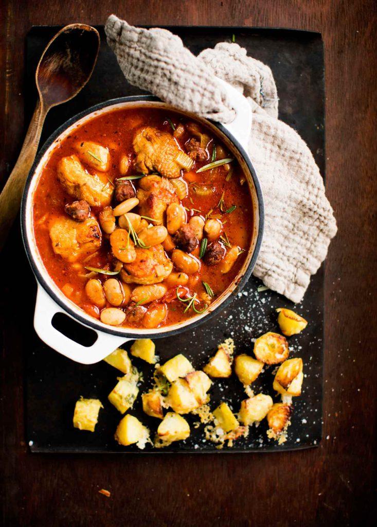 Espanjalaistyyppiseen kanapataan makua ja meininkiä tuo mausteinen chorizo-makkara.
