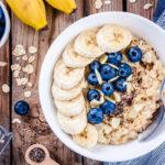 Kaura, banaani, mustikat ja chia-siemenet voivat helpottaa suolisto-oireita.