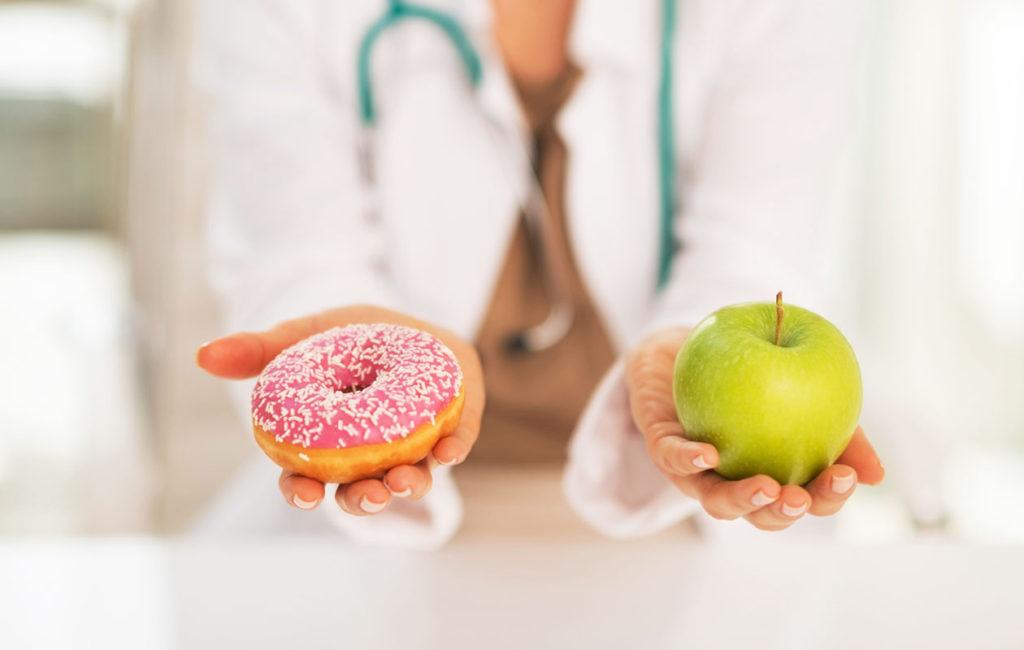 Hiljaisen tulehduksen hoitoon ei ole lääkettä, mutta terveelliset ruokavalinnat auttavat pääsemään tulehdustilasta eroon.