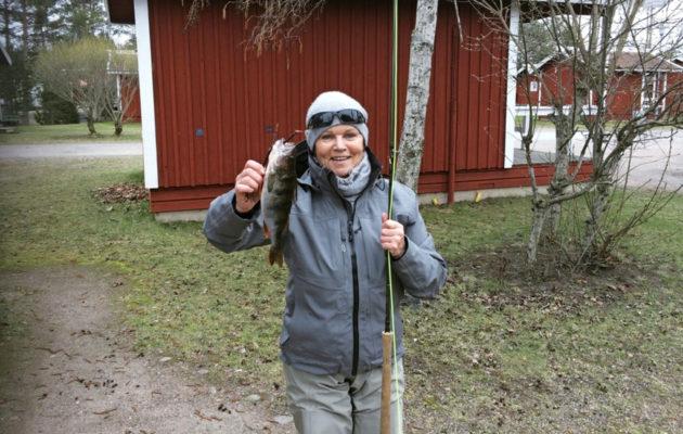 Katri Helena, 71, harrastaa kalastusta.