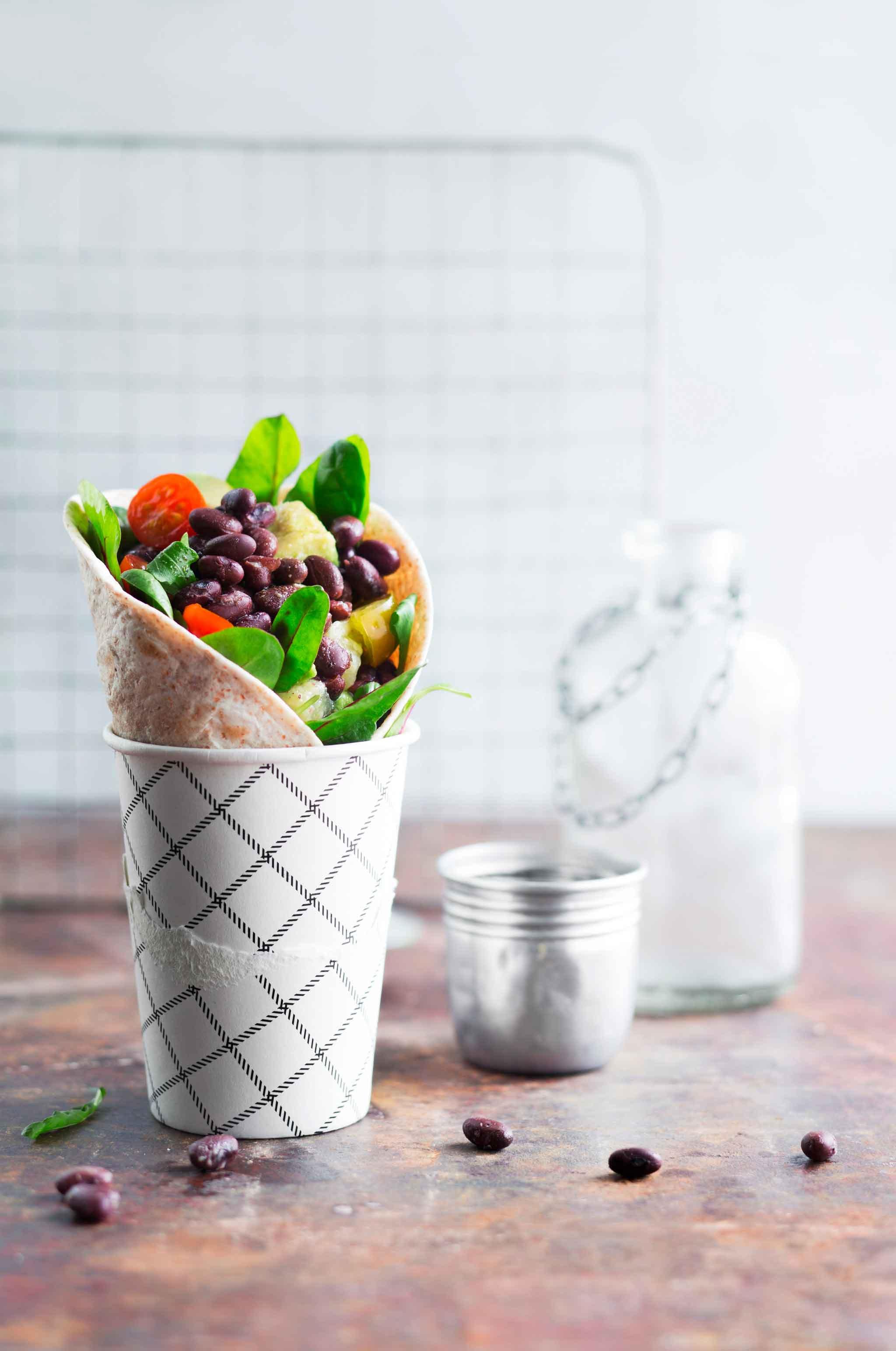 Nopea arkiruoka syntyy esimerkiksi mustista tölkkipavuista, avokadosta, ananaksesta ja tomaatista.