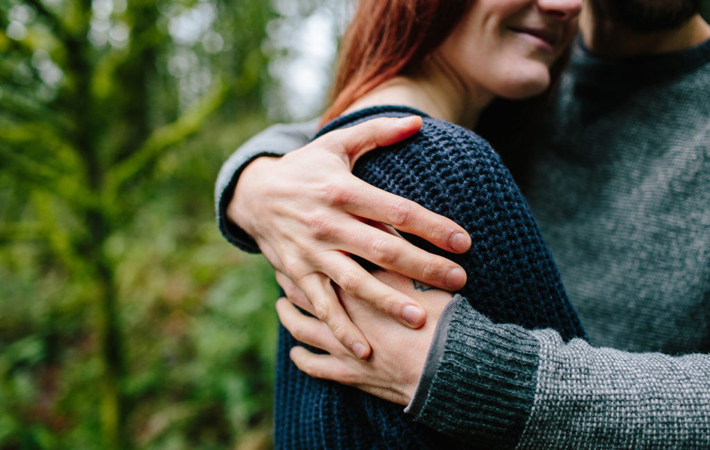 Onko läheisyys sinulle vaikeaa vai luonnollista? Näin lapsuuden kiintymyssuhteet vaikuttavat aikuisena