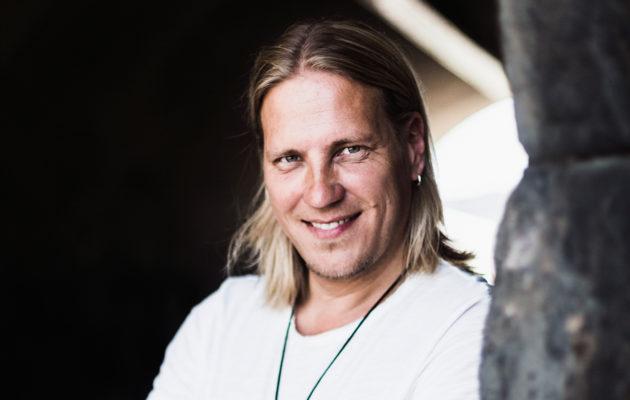 """Temptation Island Suomi -juontaja Sami Kuronen: """"Uskoni täydelliseen luottamukseen parisuhteessa on rapistunut ohjelman myötä"""""""