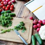 Kurkku, retiisi, paprika, tomaatti ja kukkakaali sisältävät hitaita hiilihydraatteja.