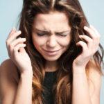 Paniikkikohtaukseen liittyy sekä fyysisiä että psyykkisiä oireita.