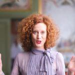 Saimi Hoyer arvostaa laadukkaita vaatteita. – Yksi suosikeistani on musta villamekko, jossa on strassikoristeet.