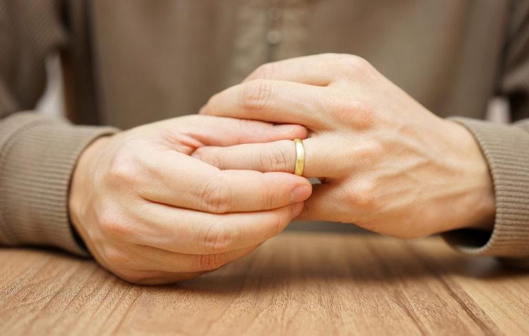 Kuinka monta avioliittoa on liikaa? Kysyimme asiantuntijalta