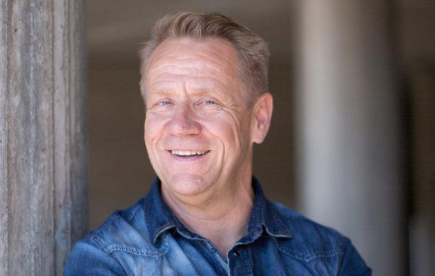 Yö-yhtyeen laulaja Olli Lindholm yllättyi omasta avoimuudestaan.