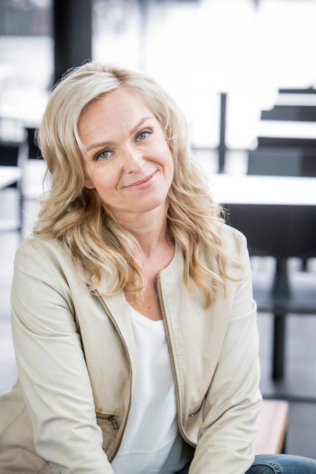 Näyttelijä Anu Sinisalo Pesen Meikit Pois Heti Kun Tulen Töistä Kotiin