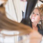 Hiukset kannattaa jakaa osioihin ennen föönauksen aloittamista.