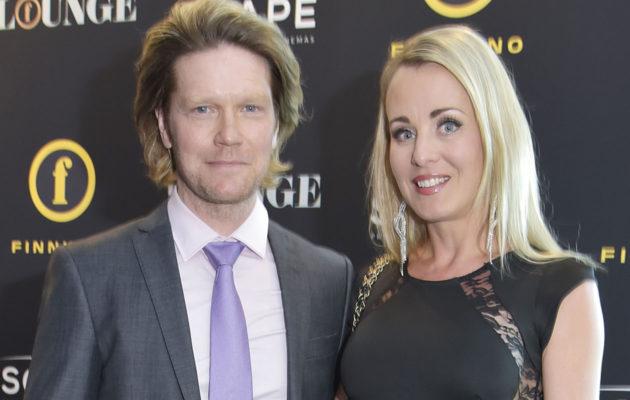 Noora Karma kuvailee tulevaa aviomiestään Jani Strömsholmia urheilulliseksi sohvaperunan vastakohdaksi.