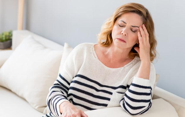 Jatkuva väsymys voi olla merkki hormonaalisesta epätasapainosta.