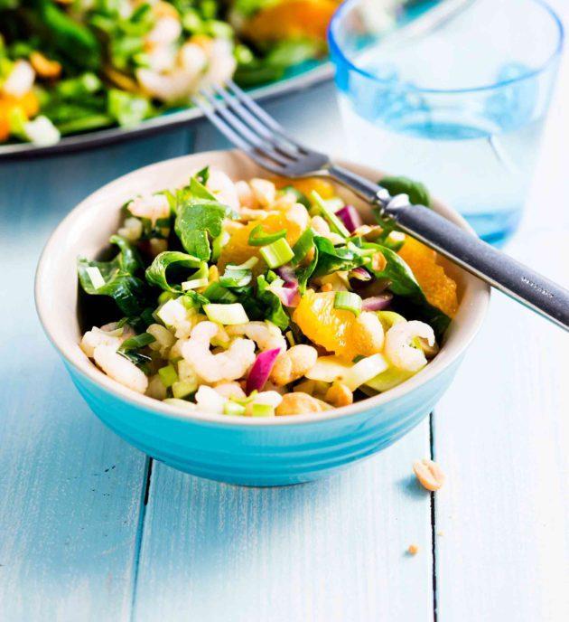varhaiskaali-sitrussalaatti katkaravuilla