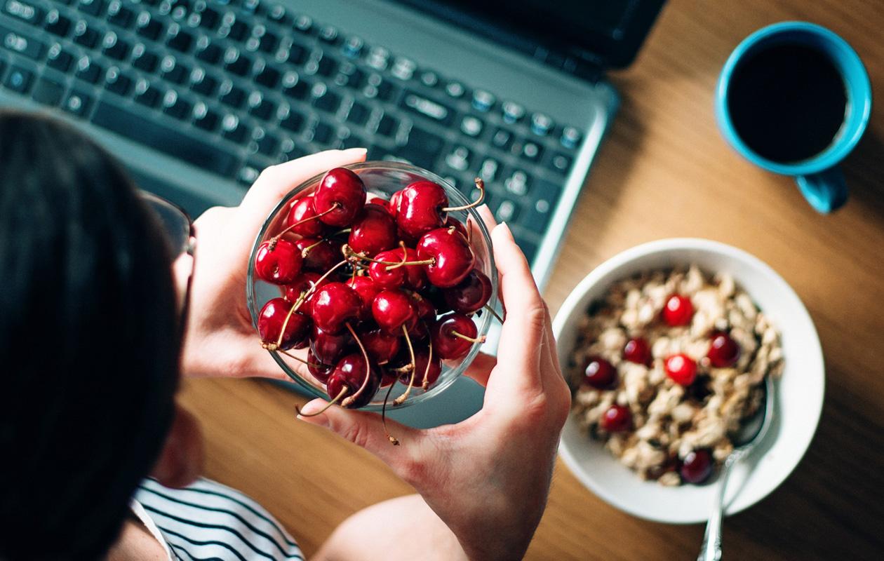 Äkillisen ja pitkän kipukohtauksen syynä kihti? 8 tapaa ehkäistä ja helpottaa kihtiä ruokavaliolla