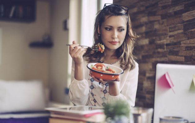 Puputtaja ei syö koskaan oikeaa, lämmintä ruokaa.