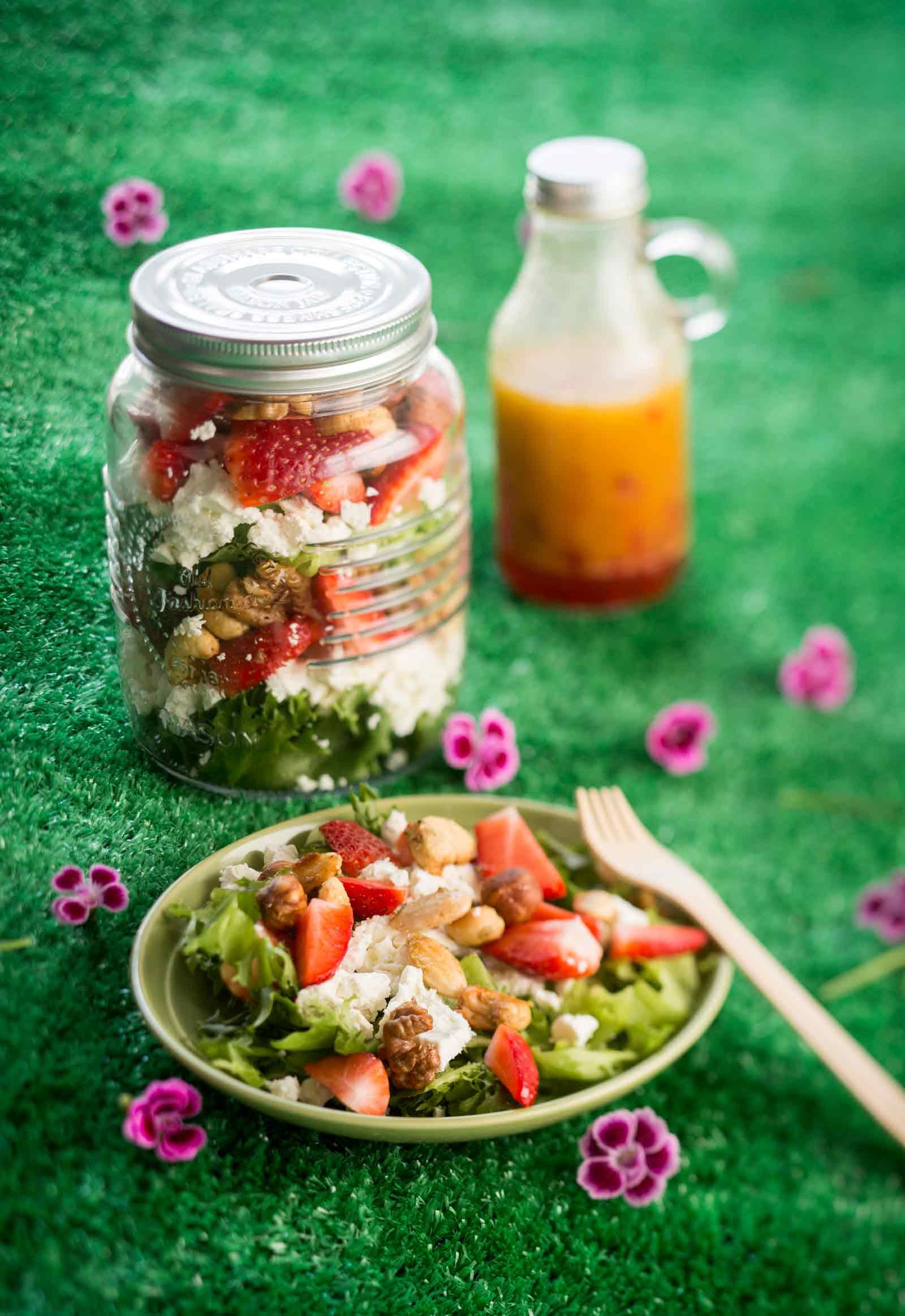 mansikka-feta-pähkinäsalaatti