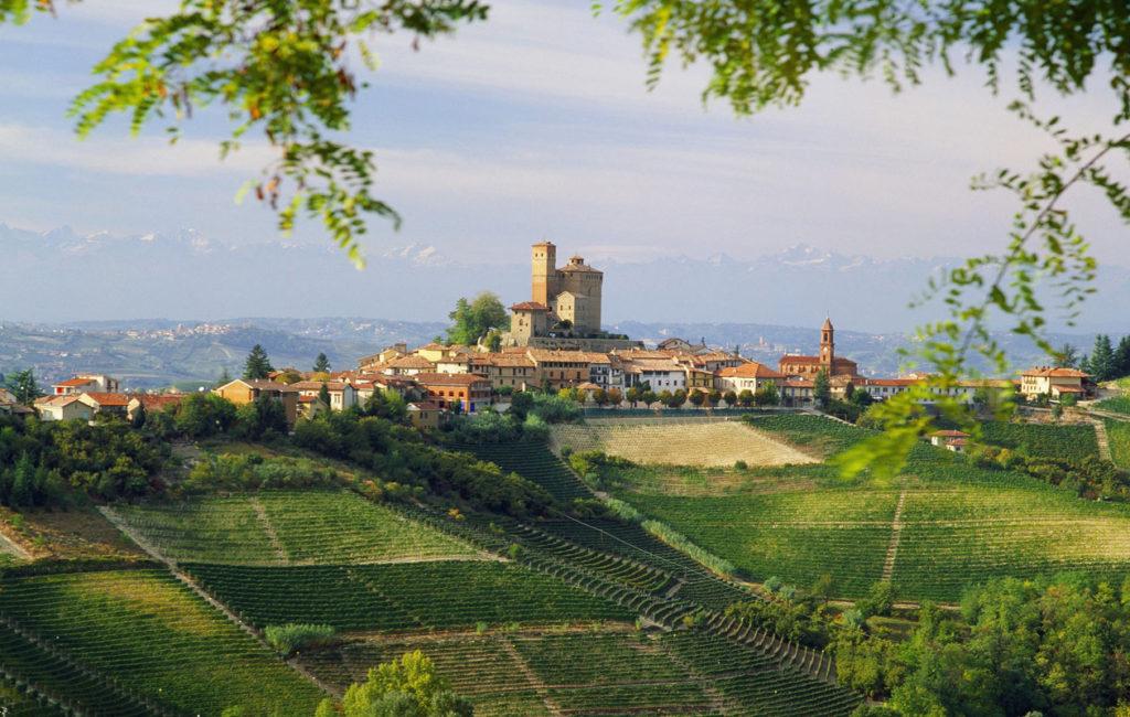 Piemonteen vai Toscanaan? Piemontessa on rauhallisempaa ja toistaiseksi myös edullisempaa.