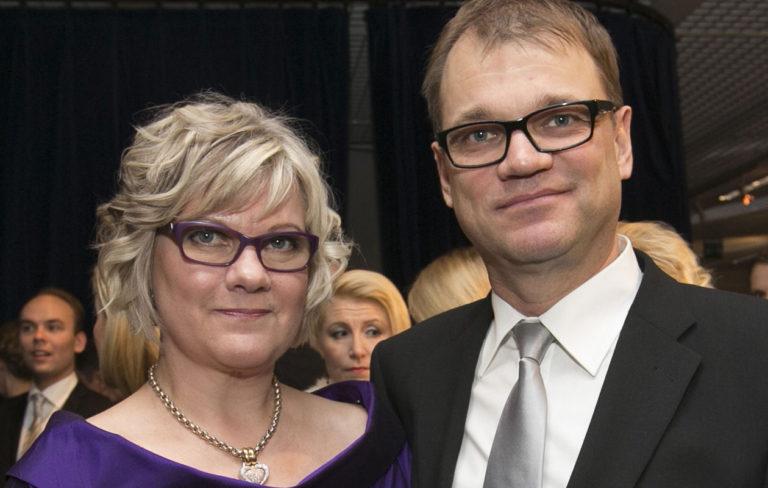 Minna-Maaria Sipilä ja Juha Sipilä surevat poikansa kuolemaa kumpikin omalla tavallaan.