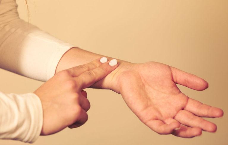 Heittelevä verenpaine ja syke mietityttävät – 8 tilannetta ja selitystä