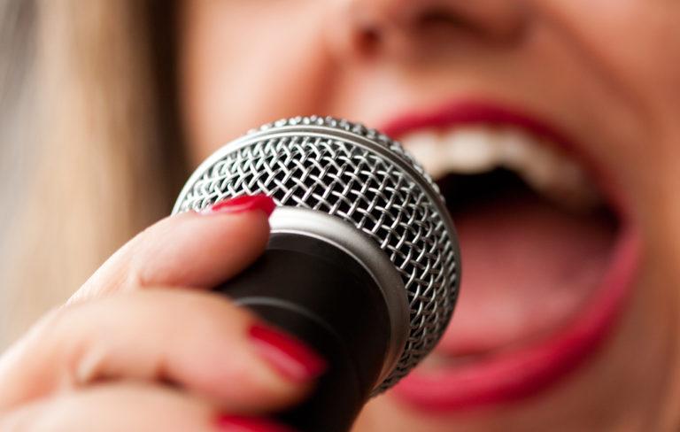 Yhden kysymyksen testi: tämän karaokesuosikkisi kertoo sinusta