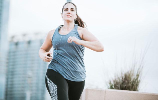 Penikkatauti aiheuttaa kipua juoksijan sääriin