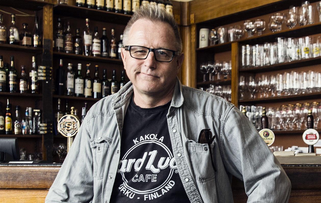 Vares-dekkarien kirjoittaja Reijo Mäki.