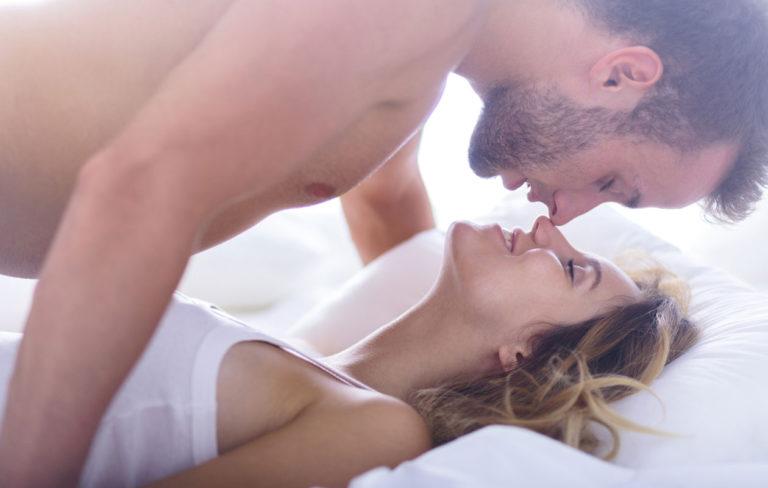 Lähetyssaarnaaja on yksi intiimeimmistä seksiasennoista, josta saa varioitua myös astetta tuhmemman.