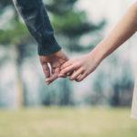Kädestä pitäminen saattaa olla jollekin pikkujuttu mutta toiselle todella iso asia.